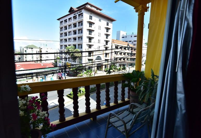 Enjoy Andre Restaurant & Room, Pattaya, Standard Double Room with Balcony, Balcony