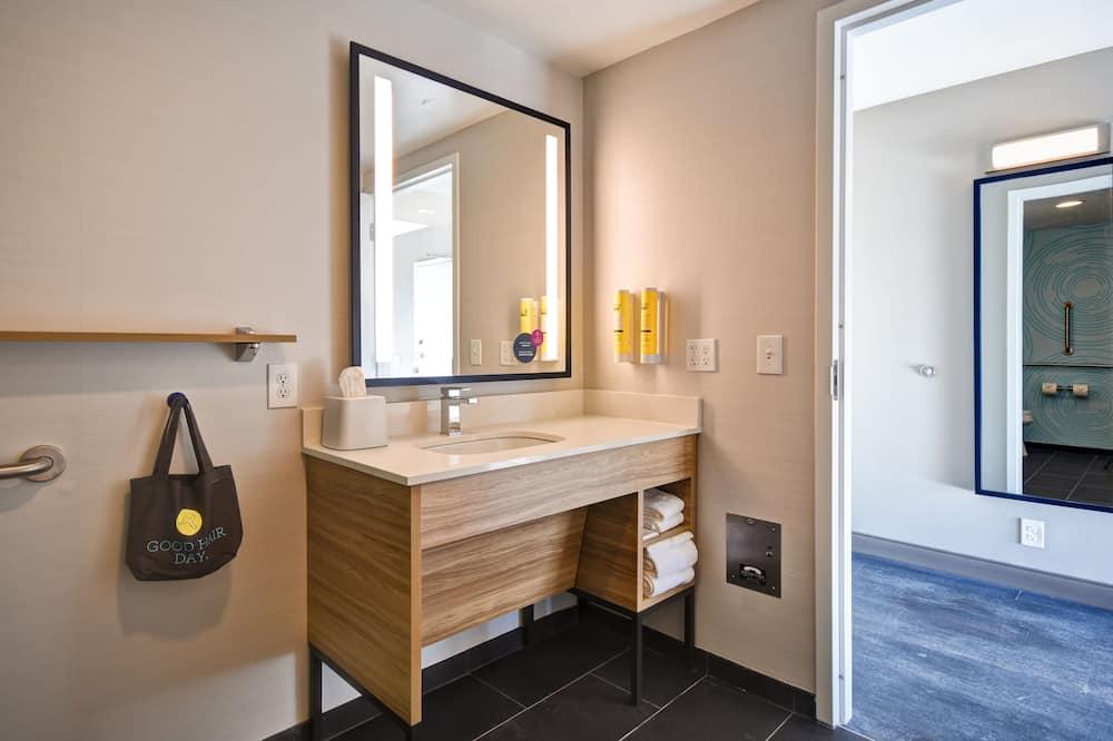 Room, 1 King Bed, Accessible - Bathroom
