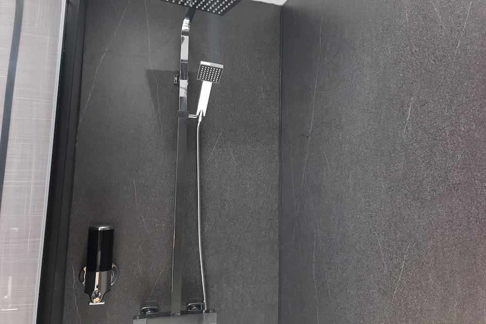 Deluxe szoba kétszemélyes ággyal, fürdőszobával - Fürdőszoba