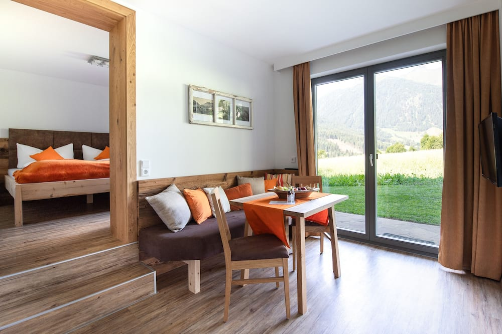 Comfort Apartment, 1 Queen Bed, Non Smoking - Living Area