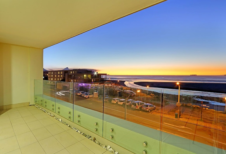 Island Views 302, Cape Town, Standard Apartment, 3 Bedrooms, Balcony