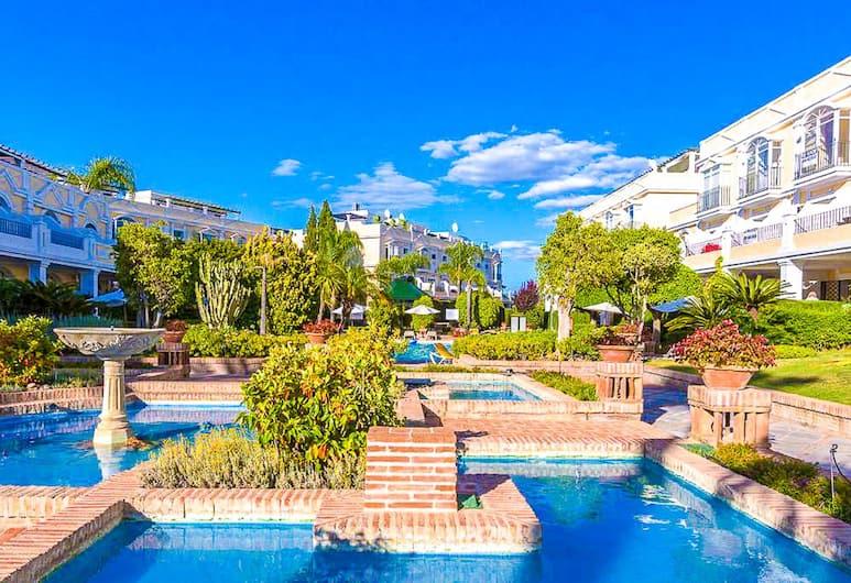 OleHolidays Aloha Gardens junto a Puerto Banús Luxury, Marbella, Overnattingsstedets eiendom