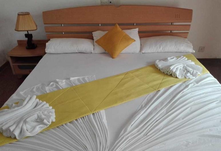 水族里奇飯店, 伯魯維拉