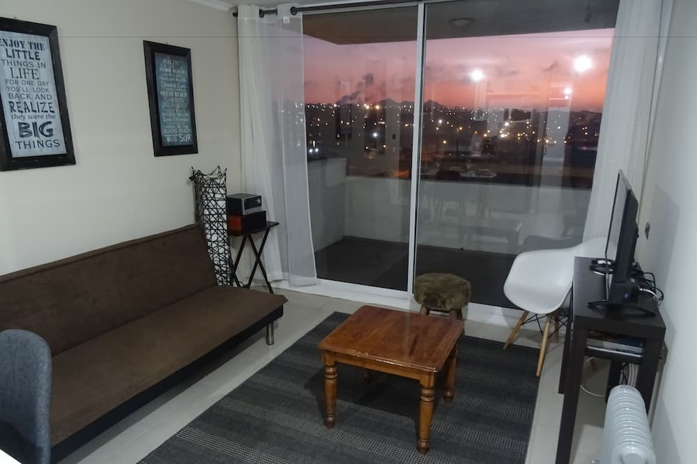 Basic Apartment, 2 Bedrooms, Accessible - Living Room