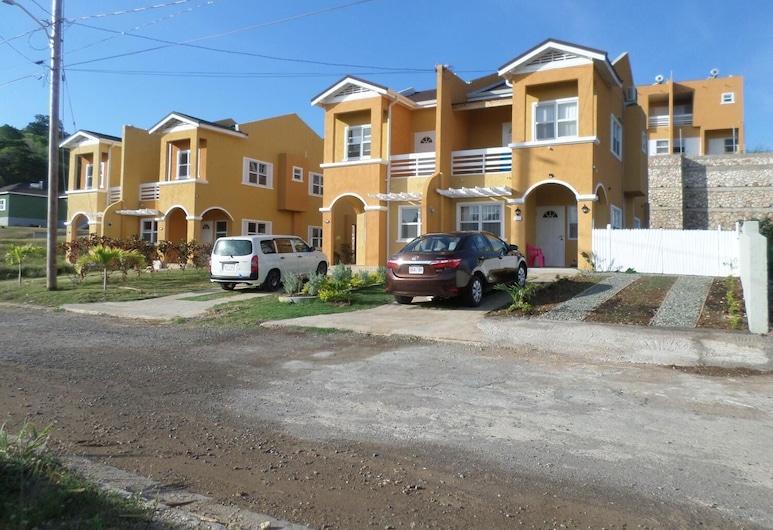 La-Iris Villa, Runaway Bay, Bagian luar