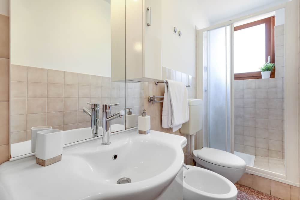 الدش داخل الحمام