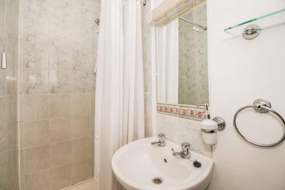 Basic Double Room, 1 Katil Raja (King), Non Smoking - Bilik mandi