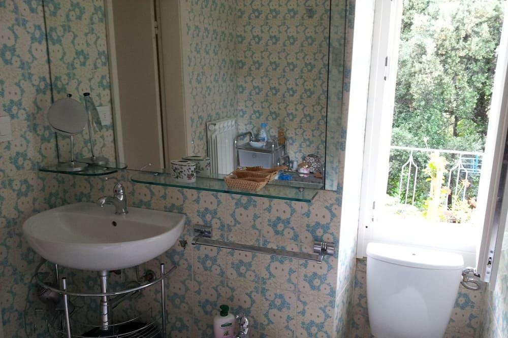 Traditional Double Room, Shared Bathroom - Bathroom
