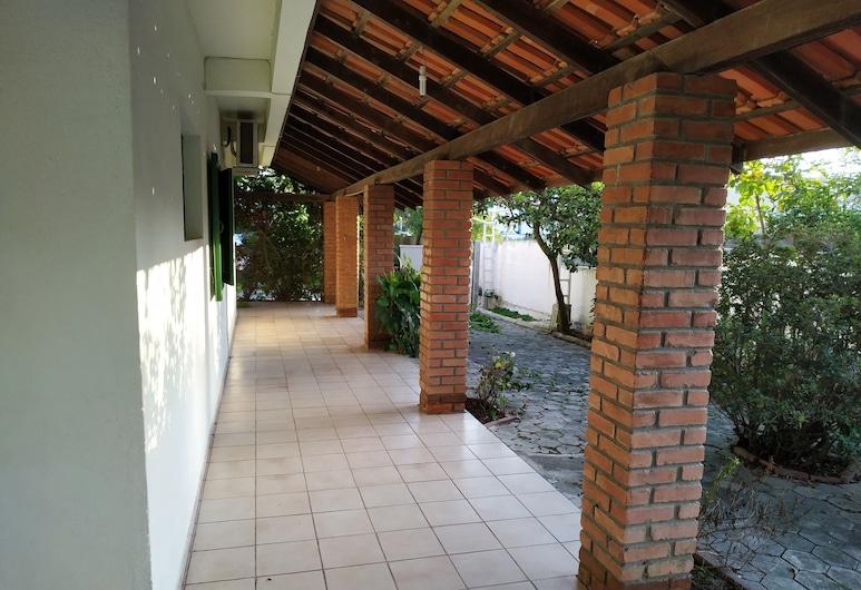 Residencial Praia Bombas, Bombinhas, Apartment, 2 Bedrooms, Ground Floor (N7 Patio c/churrasqueira ), Balcony