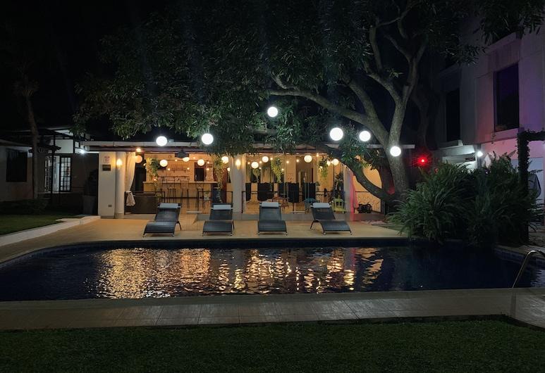 Hotel Mango, Río Segundo