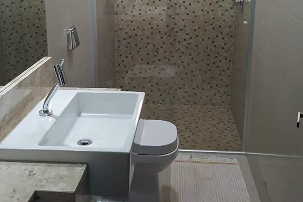 Basic Tek Büyük veya İki Ayrı Yataklı Oda, 1 Yatak Odası - Banyo