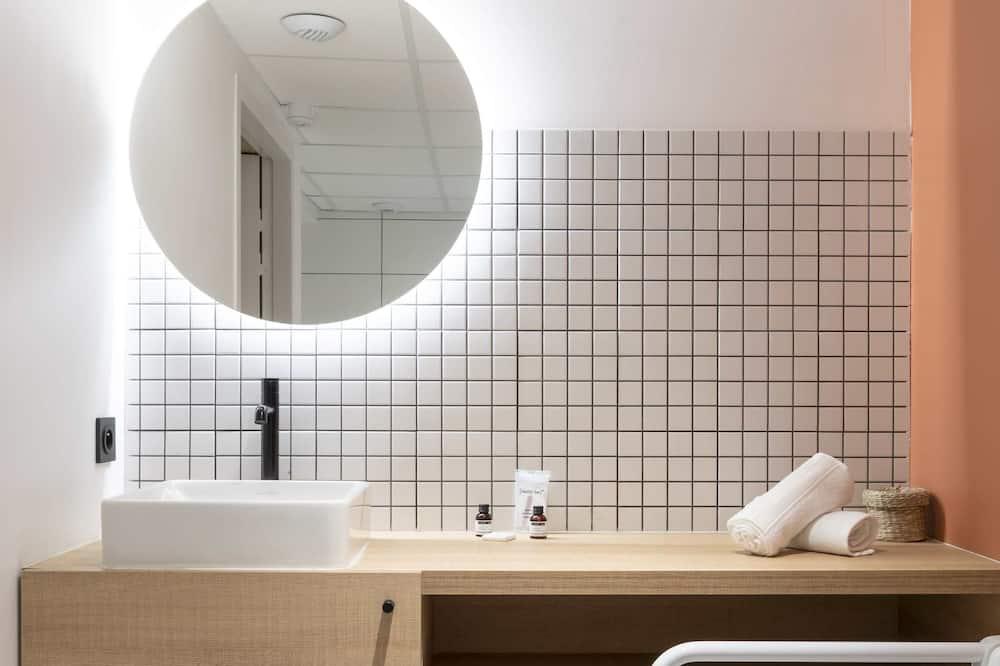 Deluxe Double Room, Private Bathroom - Bathroom