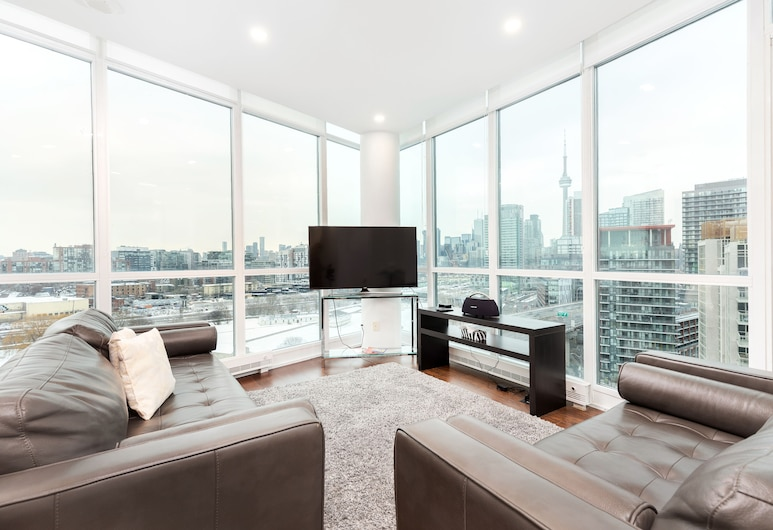 Penthouse with CN Tower view, Toronto