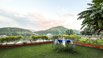 Enter your dates to get the Kumbhalgarh hotel deal