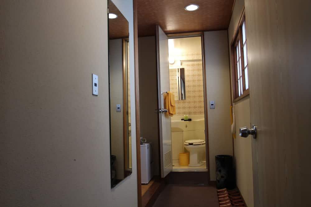 Традиционный трехместный номер (Japanese-style) - Ванная комната
