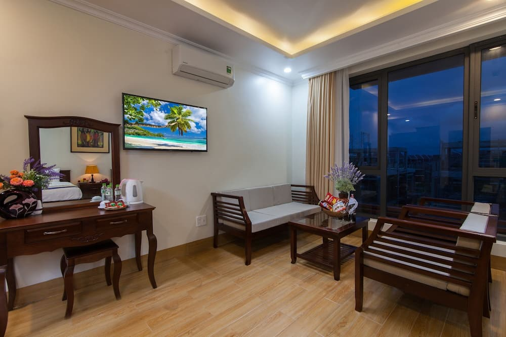 Family Suite, Balcony - Living Area