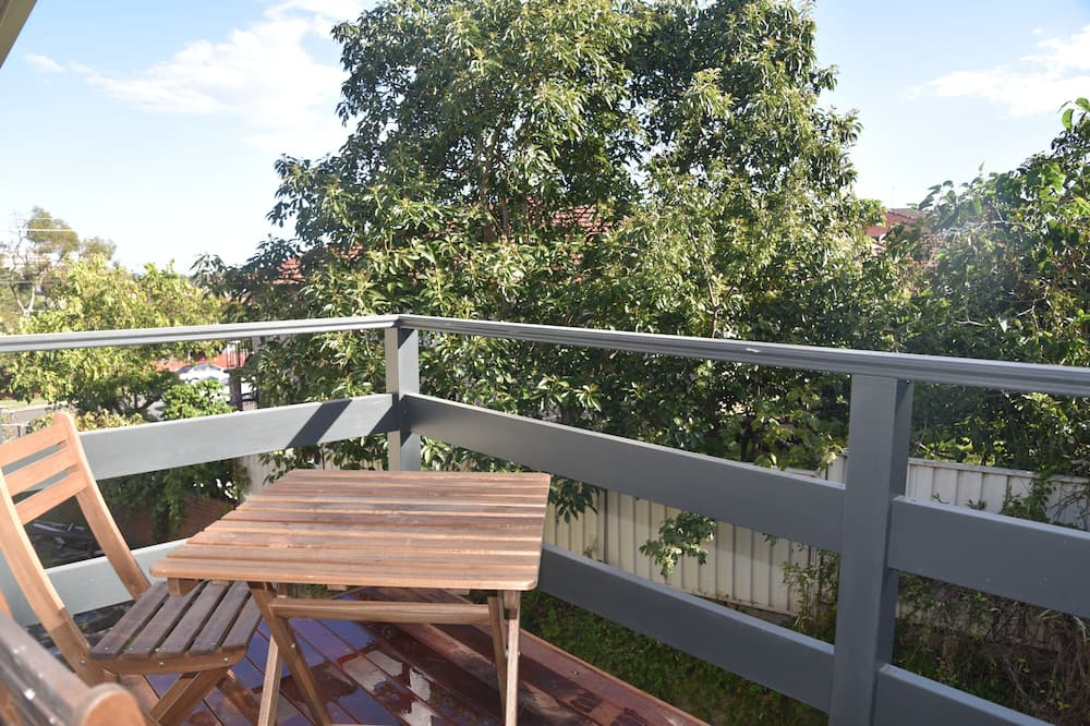 Family House, 4 Bedrooms, 2 Bathrooms, Courtyard View - Balcony