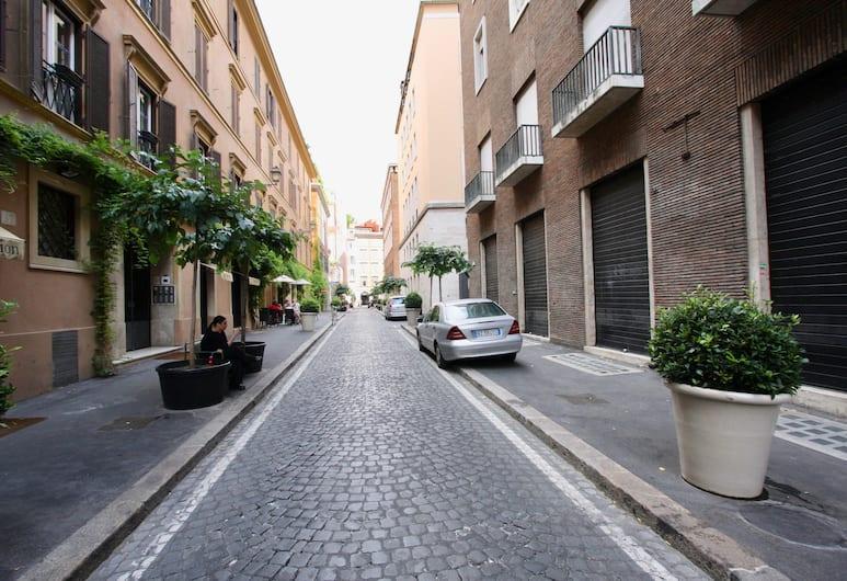 Travel & Stay - Frezza Green, Rim, Pogled iz objekta