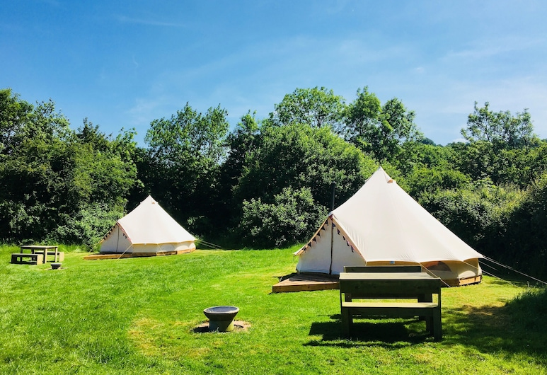 Cotswolds Camping at Holycombe, Shipston on Stour, Romantic Tent, 1 Double Bed, Fireplace, Garden View, Room