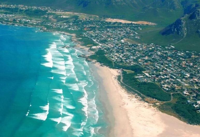 Dawn's Place, Hermanus, Beach
