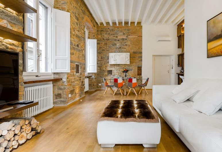 Luxury apartment 2 BD with Jacuzzi-Florence city-center, Florence
