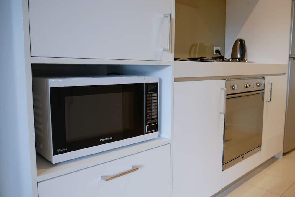 Business Apartment, 2 Bedrooms, City View - Microwave