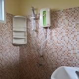 Superior Twin Room - Bathroom Shower