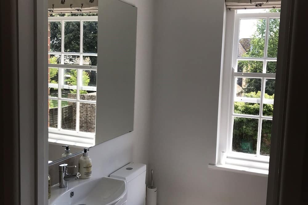 Luxury House, Ensuite, Garden View - Bathroom