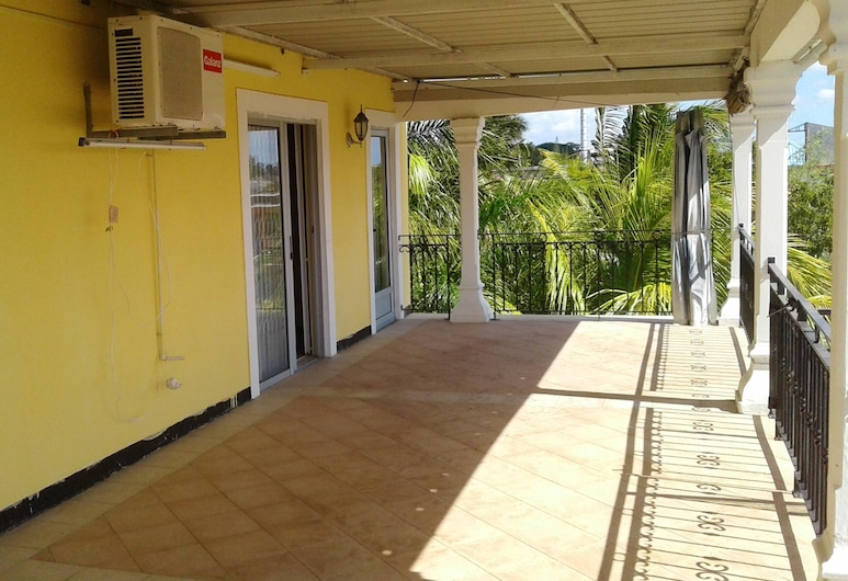 Apartment With 3 Bedrooms in Trou aux Biches, With Wonderful sea View, Furnished Garden and Wifi - 250 m From the Beach, Trou aux Biches, Terrace/Patio