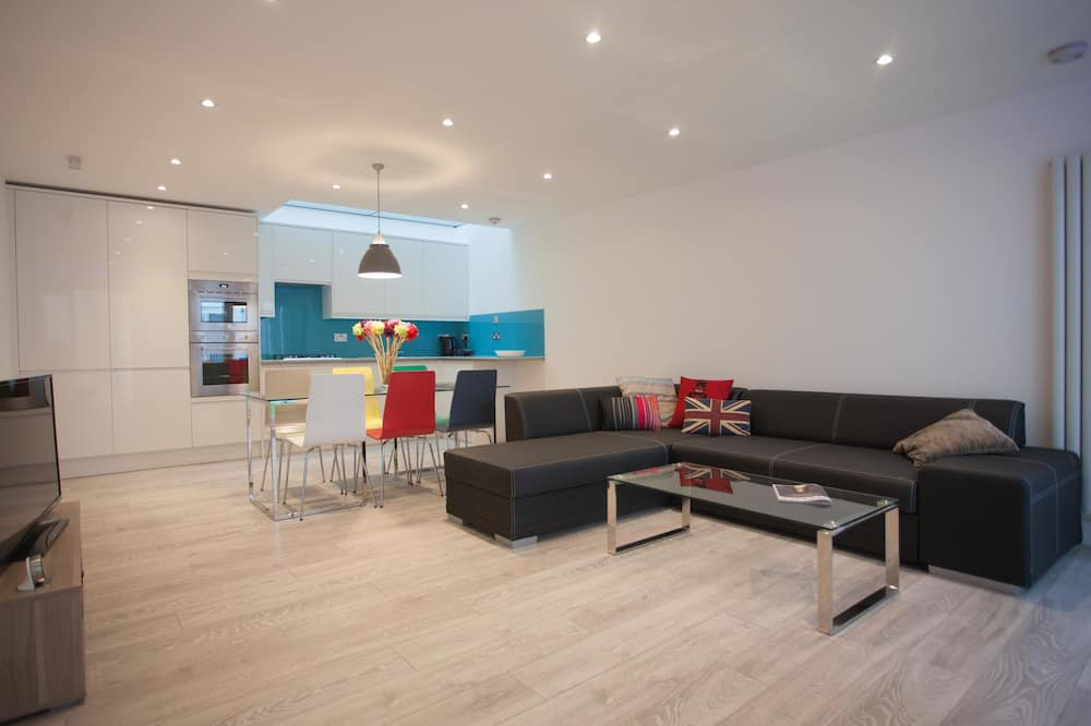 City House, 2 Bedrooms - Living Room