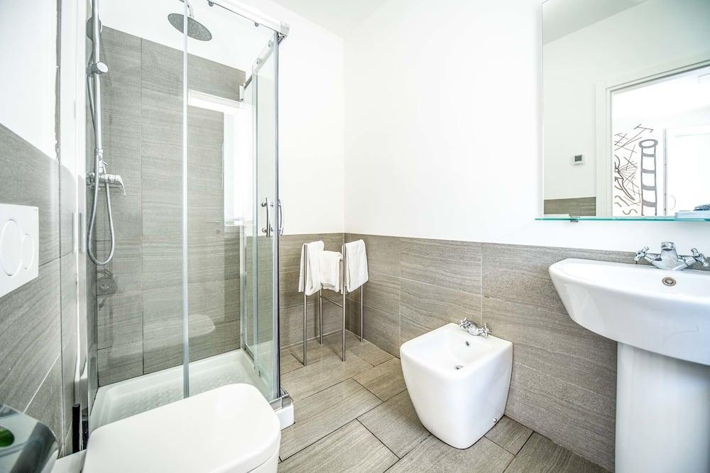 Double Room, 1 Queen Bed, Accessible - Bathroom