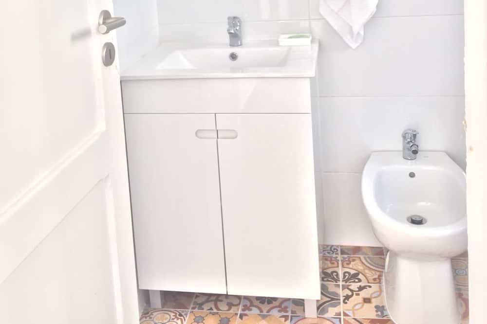 Yhden hengen huone, Jaettu kylpyhuone - Kylpyhuone
