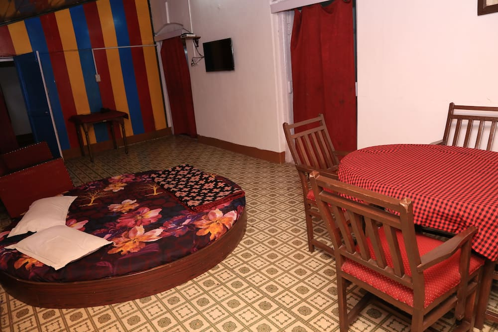 Deluxe Cottage, Multiple Beds, Smoking - Living Area