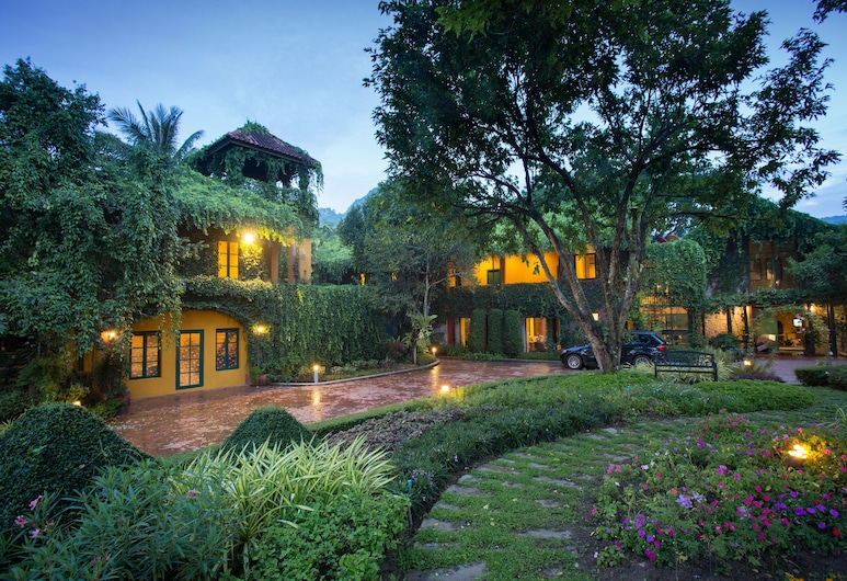 Baan Khunying Retreat Khaoyai, Pak Chong, Hotelfassade am Abend/bei Nacht