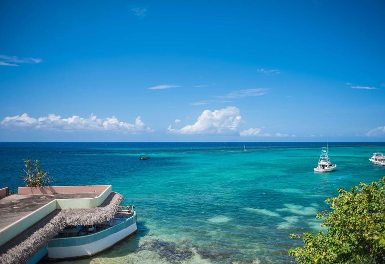 Ocean Rooms at Oceans Palm Resort, Ocho Rios, Pantai