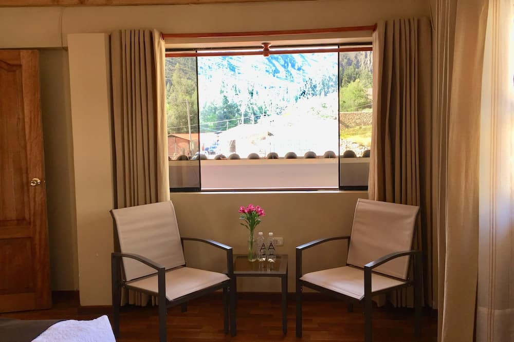 Superior Double or Twin Room, Valley View (City view) - Living Area