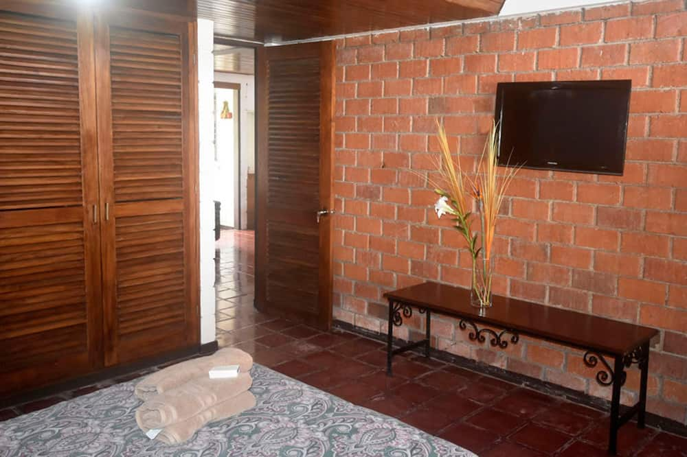 Basic Single Room, 2 Twin Beds, Non Smoking - Guest Room