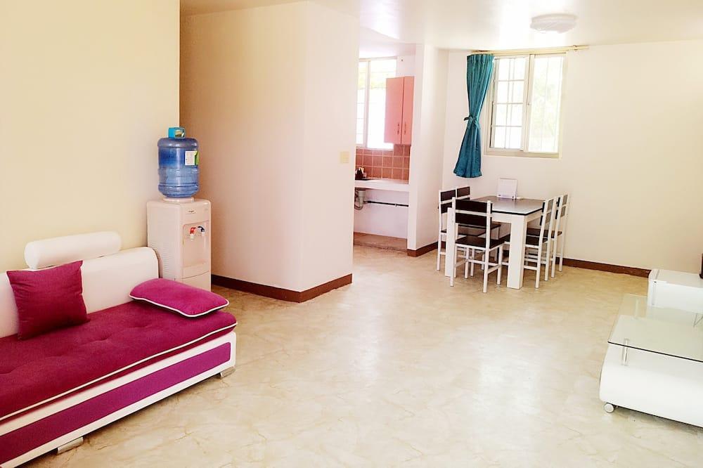Villa, 4 magamistoaga, köögiga - Elutuba