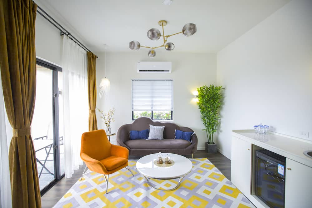 Apartmán, výhľad na záhradu - Obývačka