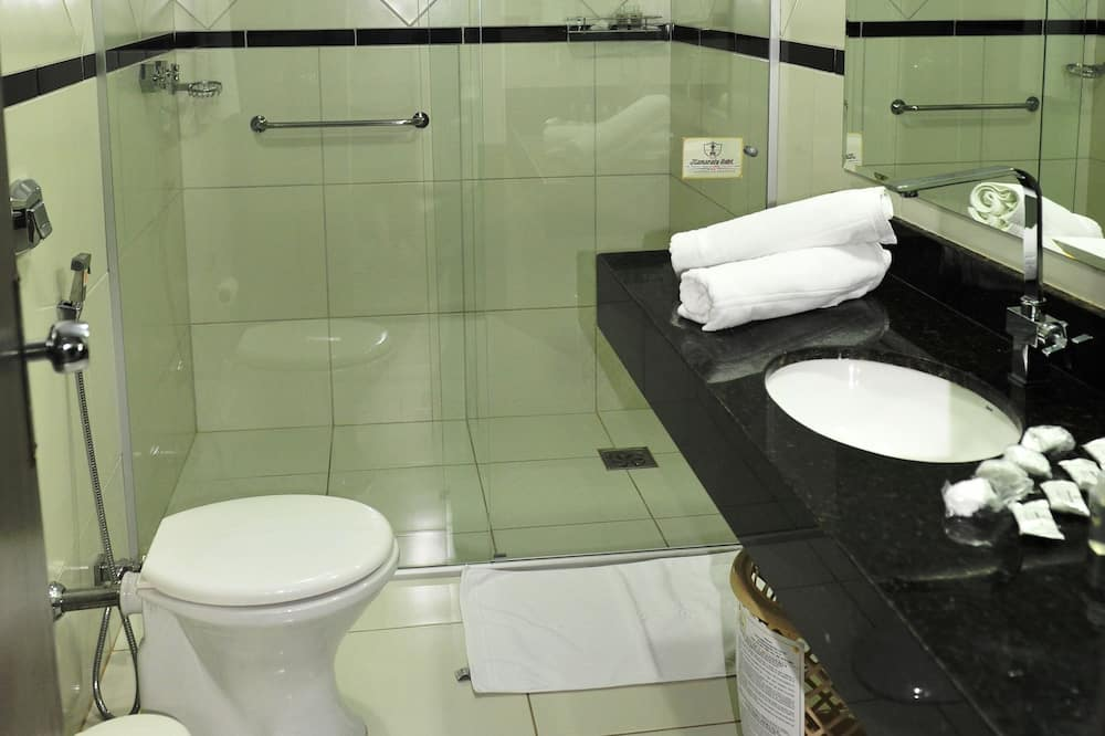 Pokój dwuosobowy z 1 lub 2 łóżkami typu Comfort, Łóżko king, przystosowanie dla niepełnosprawnych - Łazienka