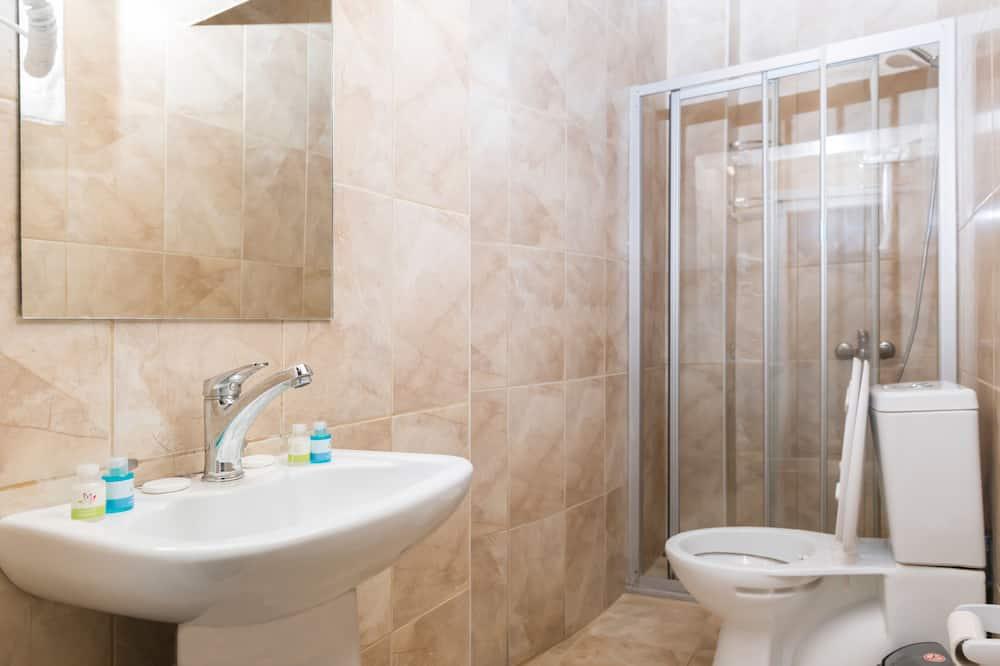 Deluxe Studio Suite - Bathroom