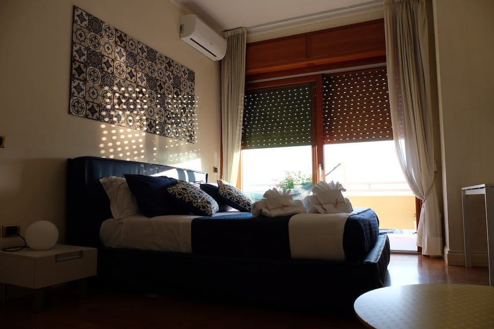 Deluxe Double Room, Sea View - Living Area