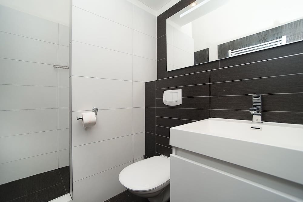 Διαμέρισμα, 2 Υπνοδωμάτια, Κουζινούλα (3) - Μπάνιο