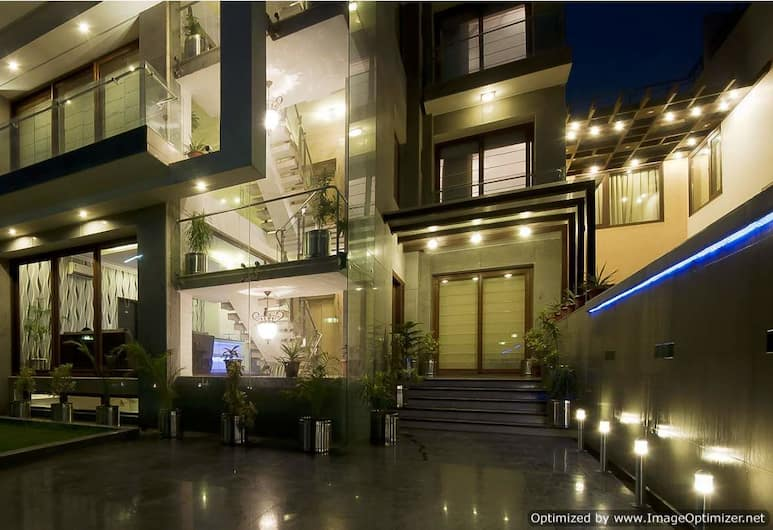 Asian Suites A 585 IFFCO Metro station, Gurugram, Hadapan Hotel - Petang/Malam