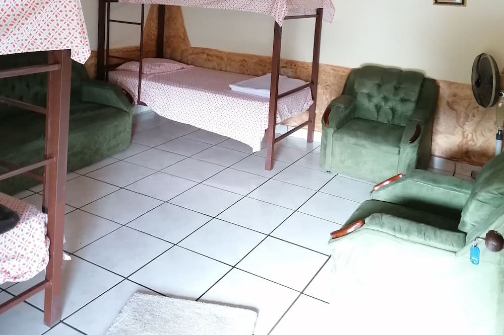 Апартаменты «Классик», Несколько кроватей, для некурящих - Гостиная
