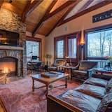 Hus - flera sängar (See Forever Summit Cabin 152) - Vardagsrum