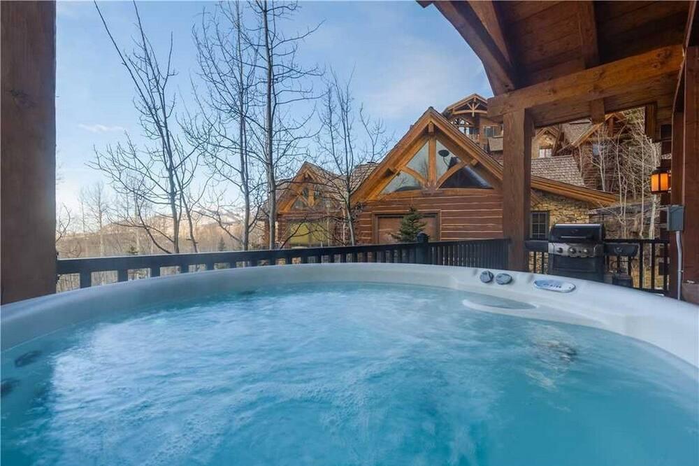 Hus - flera sängar (See Forever Summit Cabin 152) - Bubbelpool utomhus