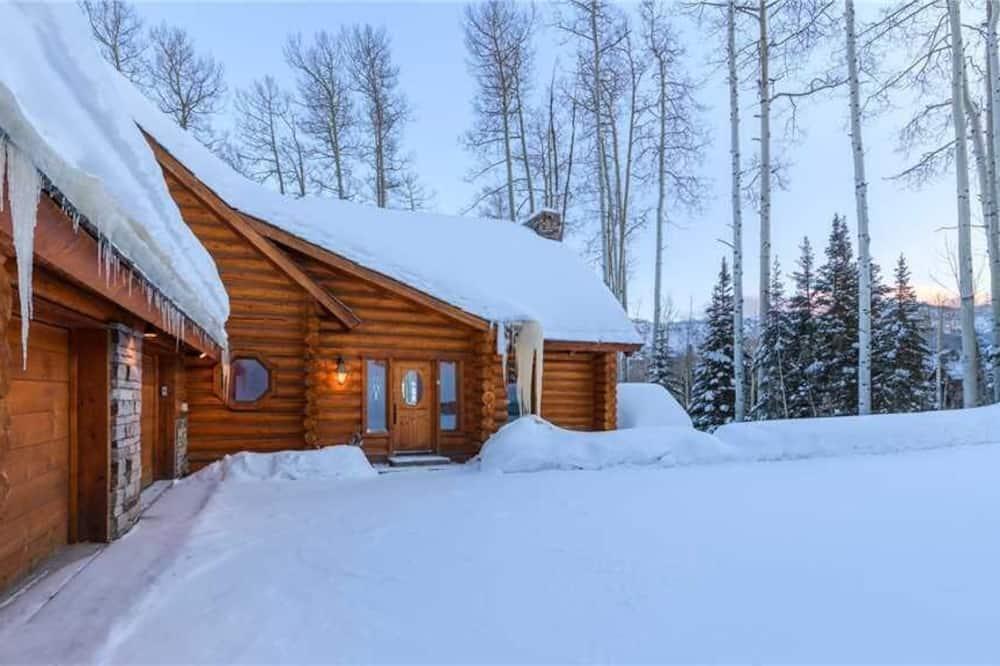 Casa, várias camas (Snowdrift Cabin (Private Home)) - Quarto