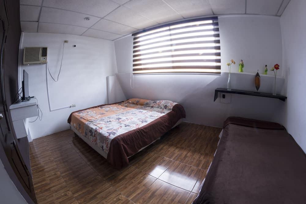 Двухместный номер с 1 двуспальной кроватью, 2 односпальные кровати, для некурящих - Ванная комната