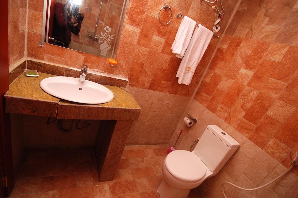 Premium Double Room, 1 Double Bed - Bathroom